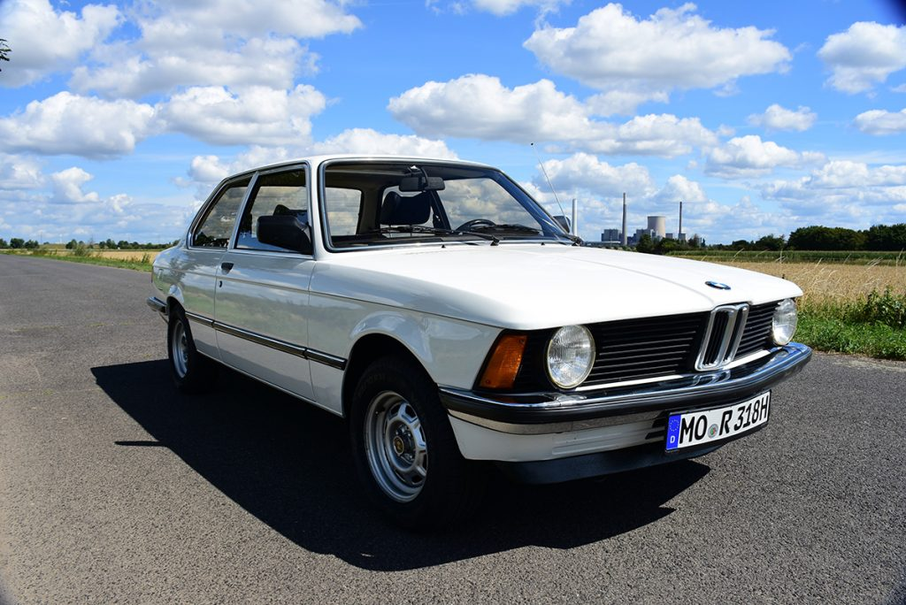 BMW 318 vorne rechts
